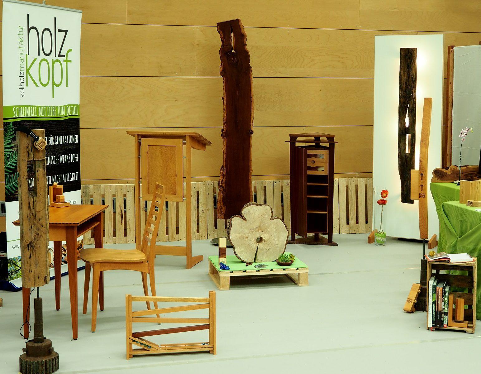 Diverse Sitz- und Dekorationsmöbel
